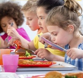 Children_eating_stock_photo